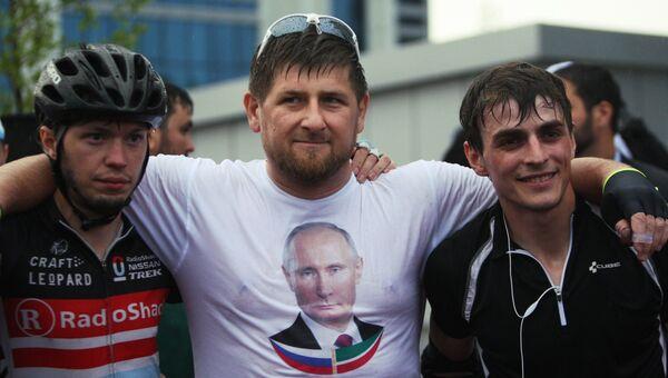 Рамзан Кадыров с победителями веломарафона на празднике в честь Дня России