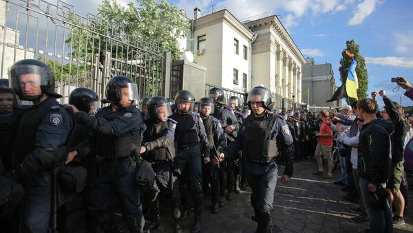 Беспорядки у посольства Российской Федерации в Киеве. Архивное фото