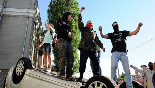 Представители националистических организаций во время устроенных ими беспорядков