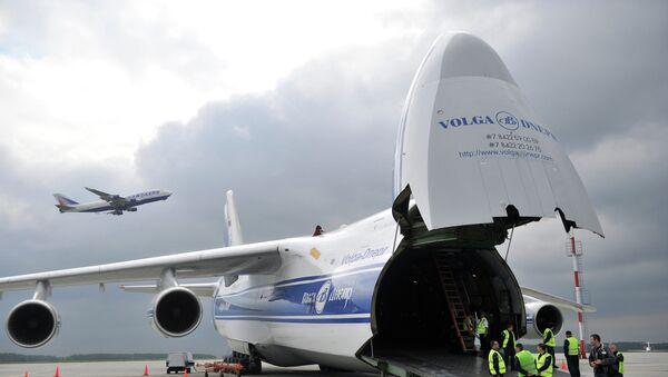 Самолет компании Волга-Днепр. Архивное фото