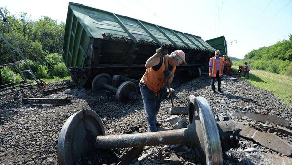 Последствия подрыва на Донецкой железной дороге