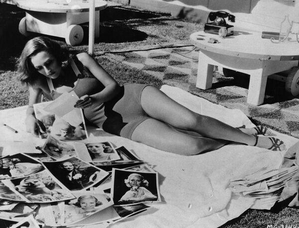Американская актриса немого и звукового кино Джоан Кроуфорд на отдыхе. 1933 год
