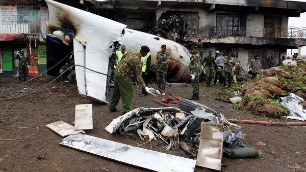 Обломки грузового самолета упавшего на окраине столицы Кении-Найроби