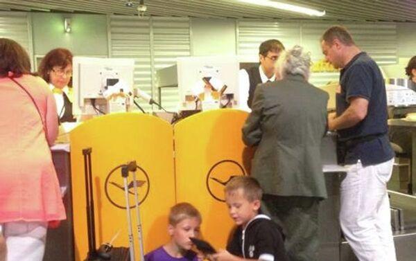 Сотни пассажиров авиакомпании Lufthansa застряли в аэропорту Франкфурта из-за непогоды