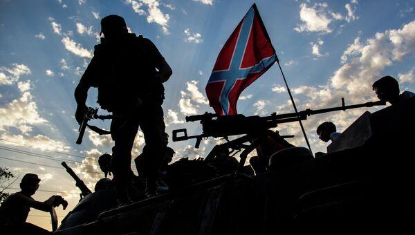 Бойцы ополчения Донбасса в городе Снежное, где происходят боестолкновения с украинской армией
