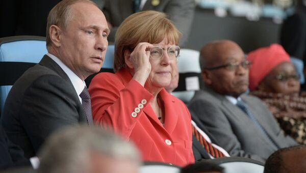 Президент России Владимир Путин и канцлер Германии Ангела Меркель во время финального матча чемпионата мира по футболу 2014 Германия - Аргентина, 13 июля 2014