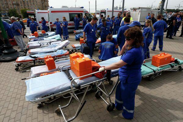 Спасательные работы возле московского метро, где произошло ЧП