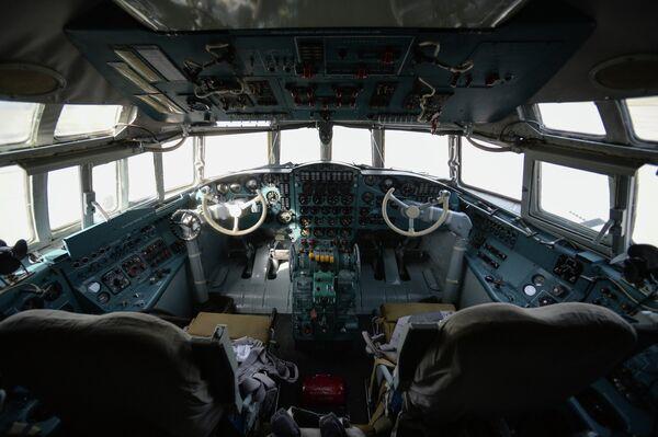 Кабина первого серийного противолодочного самолета Ил-38Н