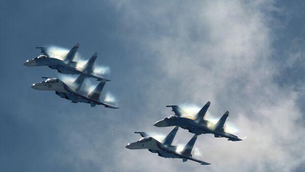 Истребители Су-27 пилотажной группы Соколы России