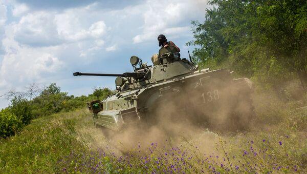 Боец ополчения на БМП во время боя за пограничный населенный пункт Кожевня  в Донецкой области
