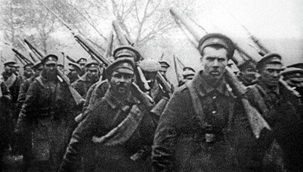 Отправка солдат на фронт во время Первой Мировой войны. Архивное фото