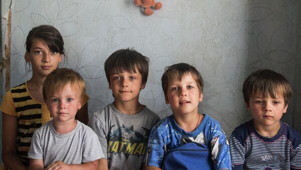 Семья беженцев из Луганской области. Архивное фото