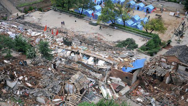 Дома, разрушенные землетрясением в городе Лунтушань, провинция Юньнань, Китай. Архивное фото
