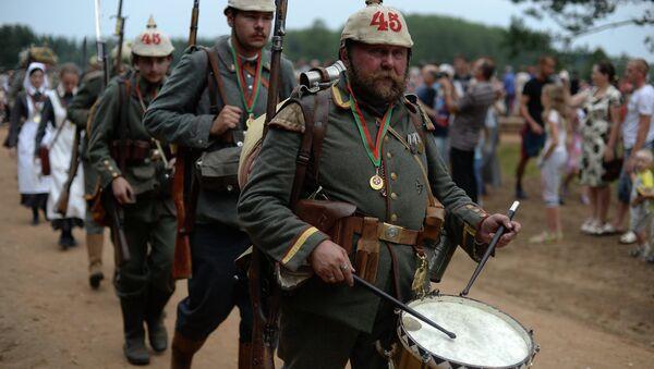 Реконструкторы событий Первой мировой войны в городе Сморгонь