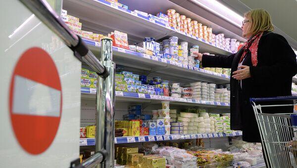 Молочная продукция в супермаркете, архивное фото