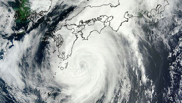 Тайфун Халон, снимок из космоса 9 августа 2014 года