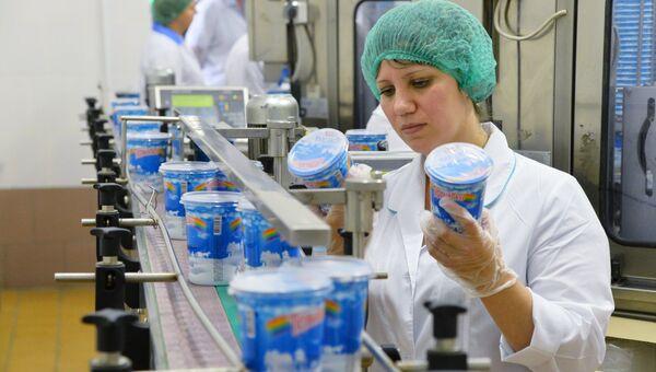 Работа Челябинского городского молочного комбината. Архивное фото
