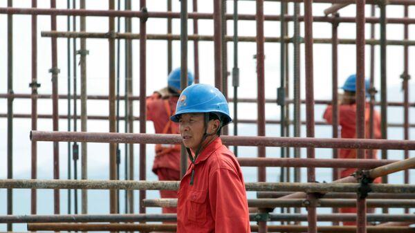 Рабочие на стройке в Кыргызстане