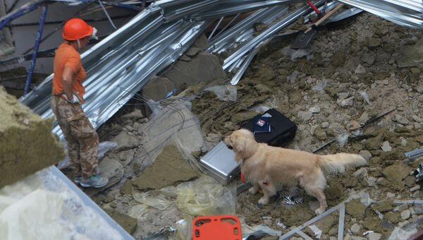 Аварийно-спасательные работы на месте обрушения конструкций строящегося здания в Гагаринском районе г. Севастополя. Архивное фото
