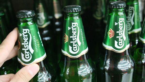 Пиво Carlsberg в бутылках. Архивное фото