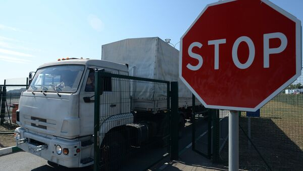Колонна с гуманитарной помощью РФ для юго-востока Украины на КПП Донецк