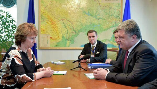 Кэтрин Эштон и Петр Порошенко на переговорах в Минске