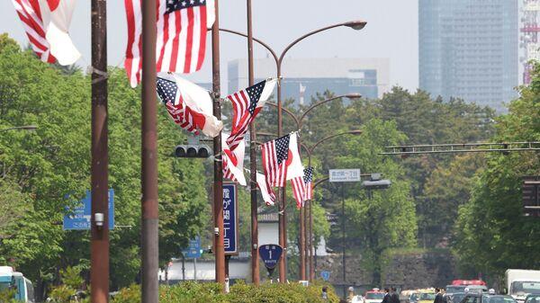 Флаги США и Японии в Токио. Архивное фото