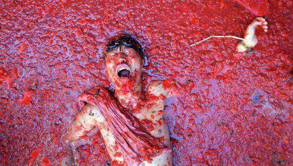 Ежегодный праздник битвы томатами Томатина