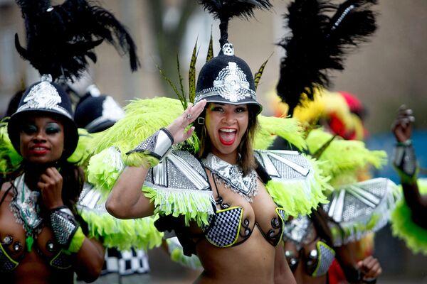 Участницы карнавала в лондонском районе Ноттинг-Хилл