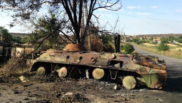 Сгоревшая украинская военная техника в селе Новоекатериновка