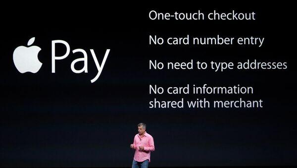 Вице-президент компании Apple Эдди Кью выступает на презентации в Купертино, США. Архивное фото
