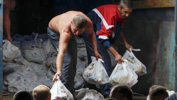 Раздача гуманитарной помощи жителям Мариуполя