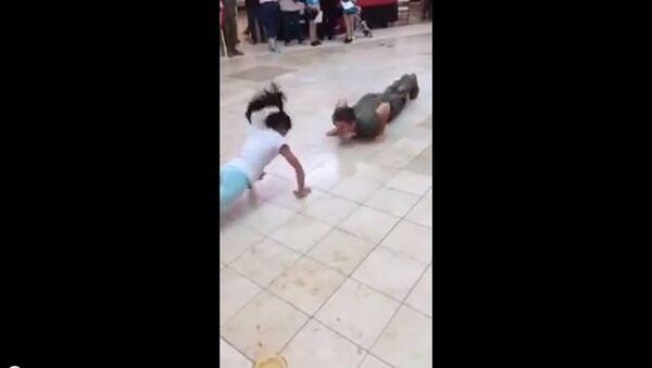Скрытые таланты: девочка оказалось сильнее армейского курсанта