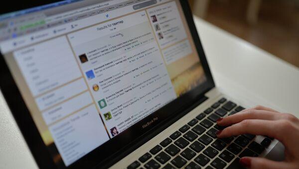 Страница интернета открыта на компьютере. Архивное фото