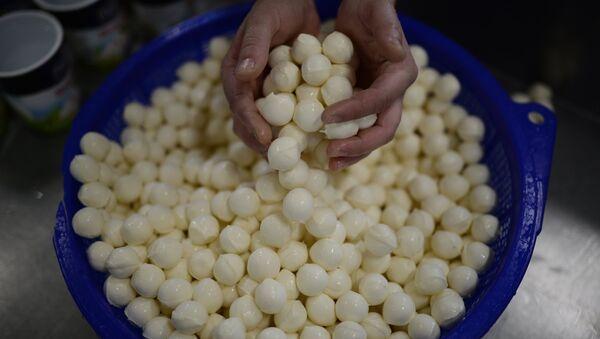 Производство сыра моцарелла. Архивное фото