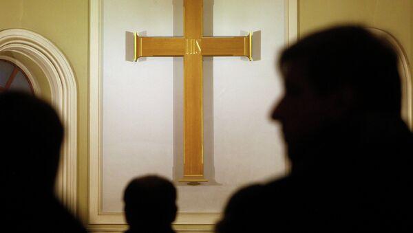 Католический крест, архивное фото