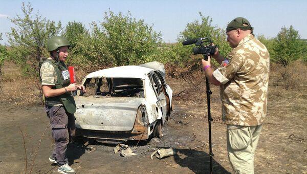 Коллеги на месте гибели Андрея Стенина. Архивное фото