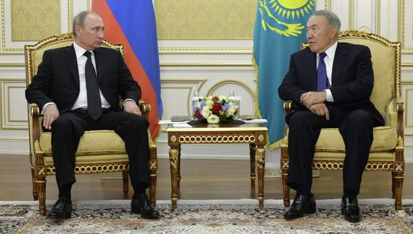 Президент РФ Владимир Путин во время встречи с президентом Казахстана Нурсултаном Назарбаевым. Архивное фото