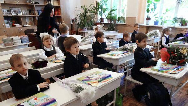 Первоклассники на занятиях в День знаний в школе №22 Ворошиловского района города Донецка. Архивное фото
