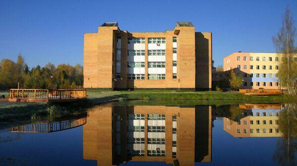 Университет Дубна: вид с озера