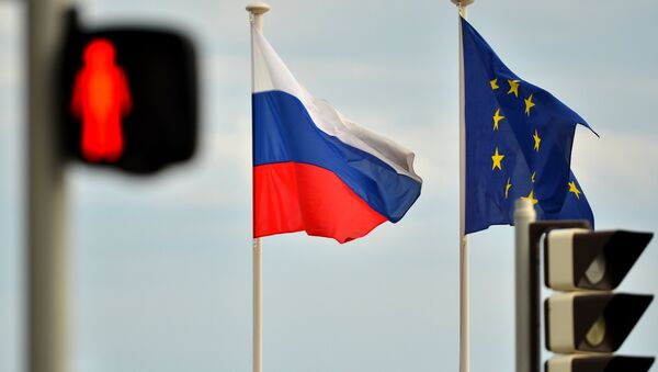 Флаги России, ЕС. Архивное фото