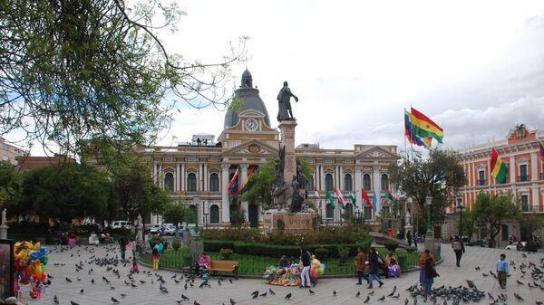 Жители Боливии выбирают президента