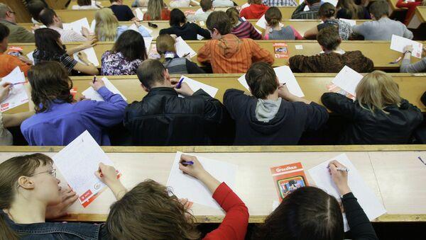 Студенты в аудитории. Архивное фото