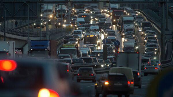 Автомобильное движение на МКАДе
