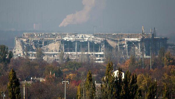Дым над аэропортом Донецка, 17 октября 2014