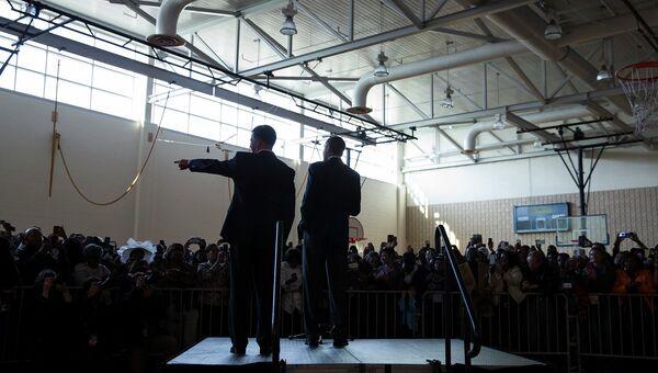 Президент США Барак Обама и кандидат в губернаторы Энтони Браун во время своего выступления в штате Мэриленд, 19 октября 2014