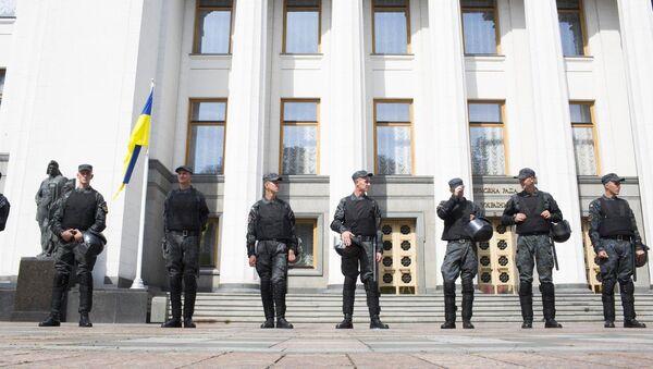 Милиция у здания Верховной Рады Украины. Архивное фото