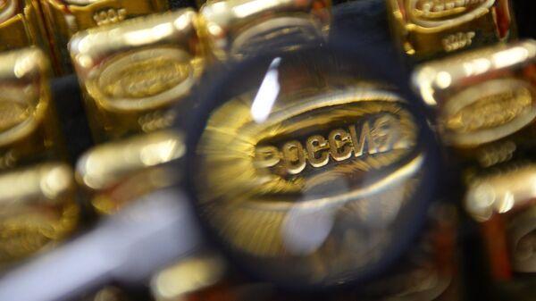 Золотые банковские слитки, архивное фото