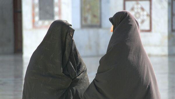 Женщины в хиджабах. Архивное фото