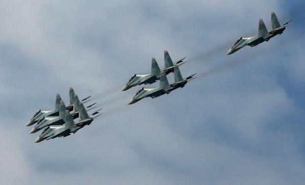 Пилотажная группа Соколы России на истребителях Су-30СМ на авиашоу в Красноярске